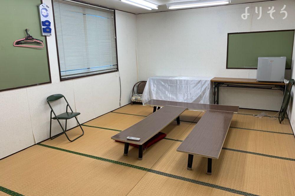 普家葬儀店清明の間の控室写真です